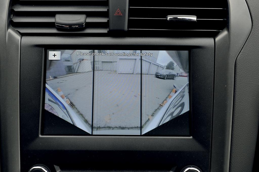 Двухрежимная задняя камера с углом обзора 180