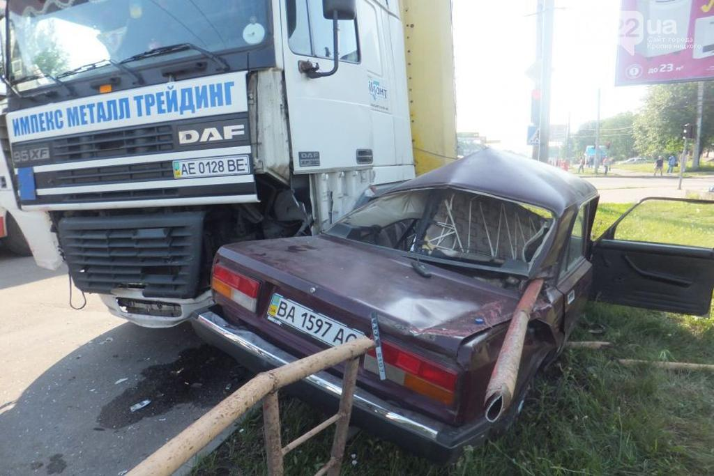 грузовик и легковой автомобиль дтп