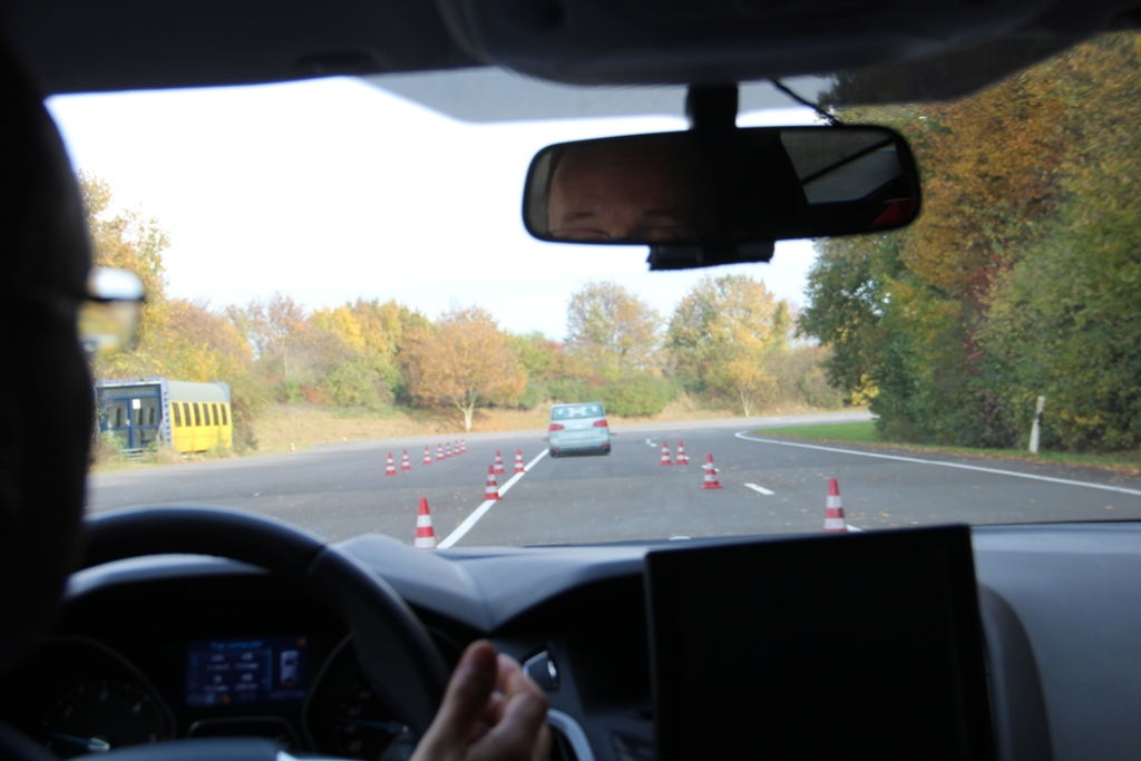 система безопасности Evasive Steering Assist